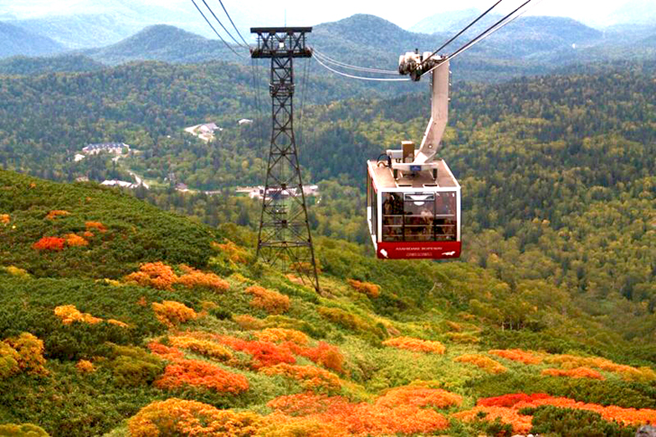旭岳温泉から標高1600mまで登れる大雪山旭岳ロープウェイ