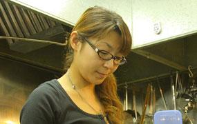 「年配の方や女性のお客様が多いのがうれしい」と微笑む店主の工藤志穂さん