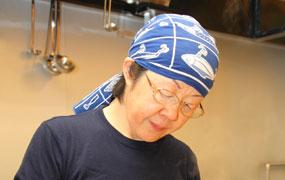 本家『二郎』などを食べ歩き、作り出した店主・村本卓哉さん自慢の味が女性にも人気