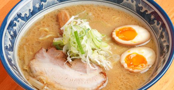 「味そ」730円。深い味わいとスッキリとしたキレが特徴。塩、醤油は地元客に人気